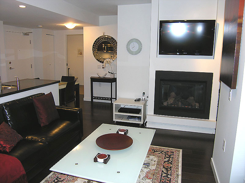 East Meadows Condo Room For Rent